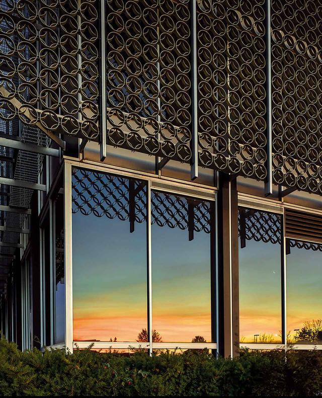 画像: ほかの写真をみる サウスフィールド郊外にある、ミノル・ヤマサキ設計のレイノルズ・メタルズ販売支部オフィス。現在は空きビルとなっている