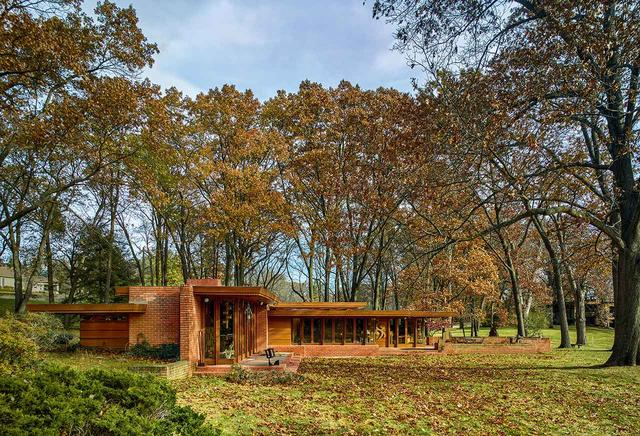 画像: ほかの写真をみる フランク・ロイド・ライト設計の、メルビンとサラのスミス夫妻邸。ミシガンの郊外、ブルームフィールドヒルズにある。この家は最近クランブルック教育コミュニティに寄付された(コミュニティにはアカデミー・オブ・アートも含まれる)