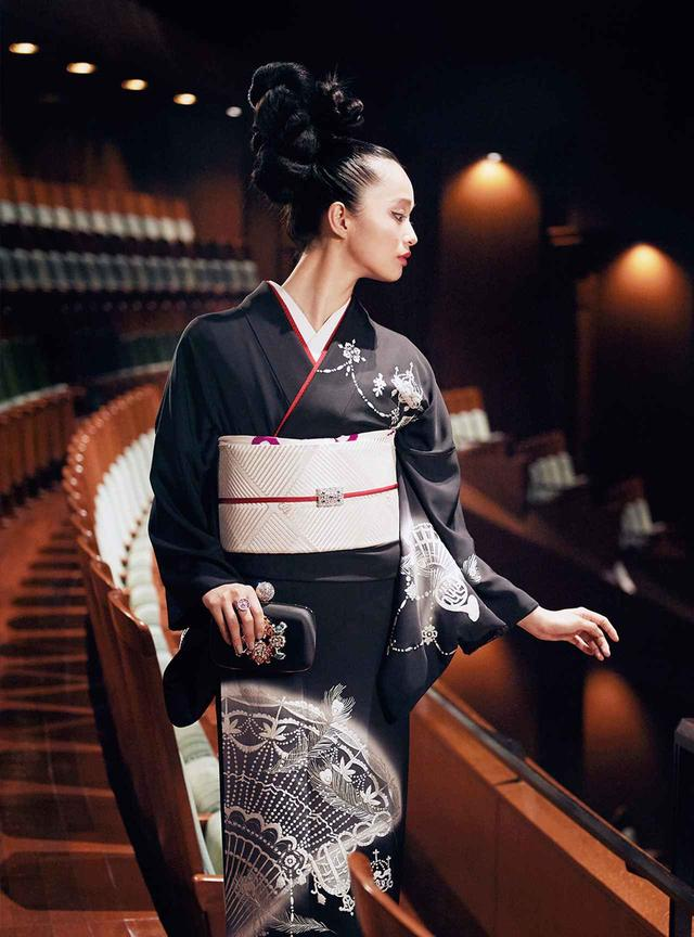 画像: ほかの写真をみる KIMONO DRESSED BY YOKO AKIZUKI. OBSERVED BY TAKAKO KABASAWA