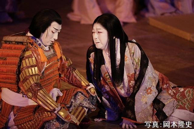 画像: 『沓手鳥孤城落月』(左)豊臣秀頼=中村七之助、(右)淀の方=坂東玉三郎 PHOTOGRAPH BY TAKASHI OKAMOTO