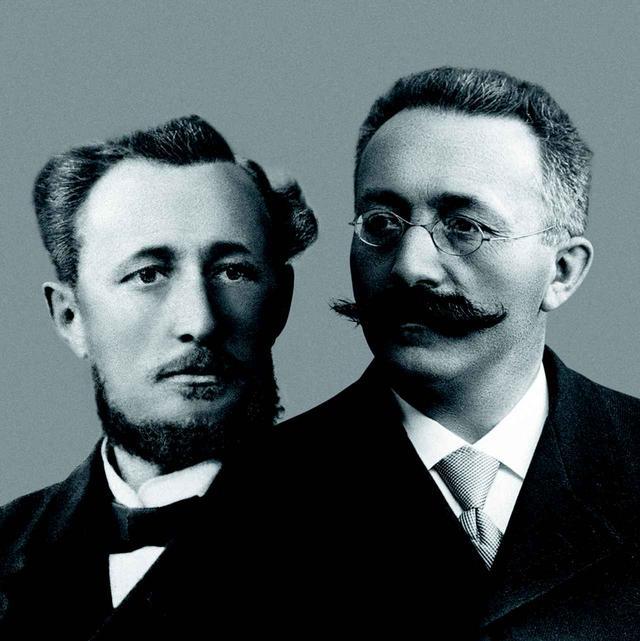 画像: 創業者のジュール=ルイ・オーデマ(右)とエドワール=オーギュスト・ピゲ(左)。二人の理念は今もなお受け継がれている