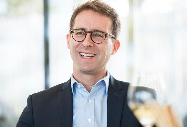 画像: 新醸造最高責任者ヴァンサン・シャプロン コンゴで生まれ、ボルドーで育つ。モンペリエの国立高等農業学院で醸造学の学位を取得後、チリやフランスのポムロール、ソーテルヌなどで研鑽を積む。1999年「モエ・エ・シャンドン」入社、2005年より「ドン ペリニヨン」に従事