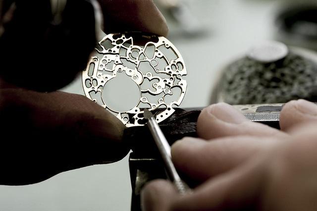 画像: 熟練の職人による手作業が、最高の品質を約束する