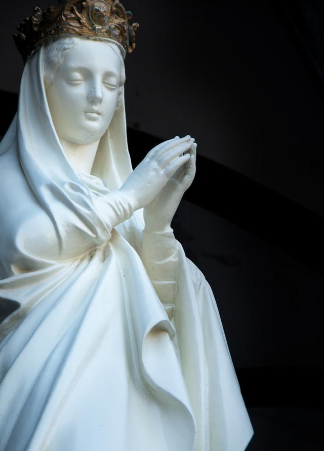 画像: 慈しみと哀しみを含んだ表情の大浦天主堂のマリア像には、ほかに類を見ない美しさがある