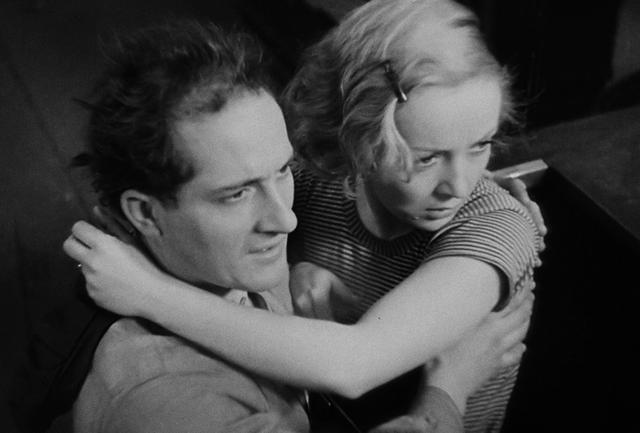画像: ジュリエット役には無声映画時代のドイツで人気を博したディタ・パルロ。教師役で『新学期 操行ゼロ』にも出演したジャン・ダステが夫ジャンを演じた © 1934 GAUMONT