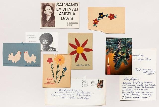 画像: 監禁されていた活動家、アンジェラ・デイヴィスに送られたハガキ。「人種差別と政治的弾圧に反対する国民同盟」の記録室で所蔵されている PHOTOGRAPH BY NICHOLAS CALCOTT