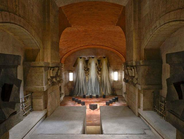 画像5: 映画『サスペリア』のロケ地に潜入 ――荒れ果てたホテルは こうして魔女の巣窟となった