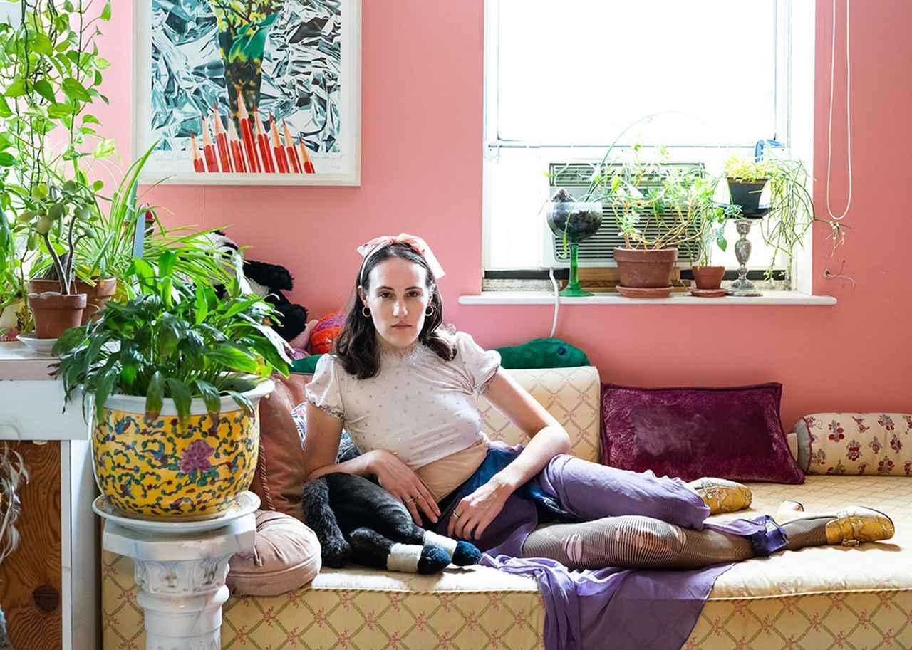 Images : 1番目の画像 - 「NYのアパートで手作りされる 「ルー ダラス」の幻想的な服」のアルバム - T JAPAN:The New York Times Style Magazine 公式サイト