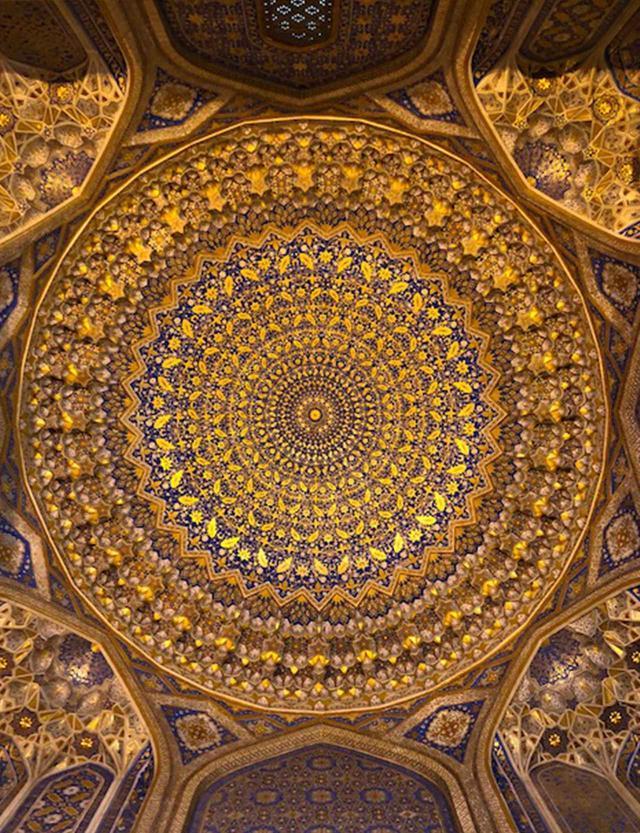 画像: ティラカリ・メドレセの天井部分