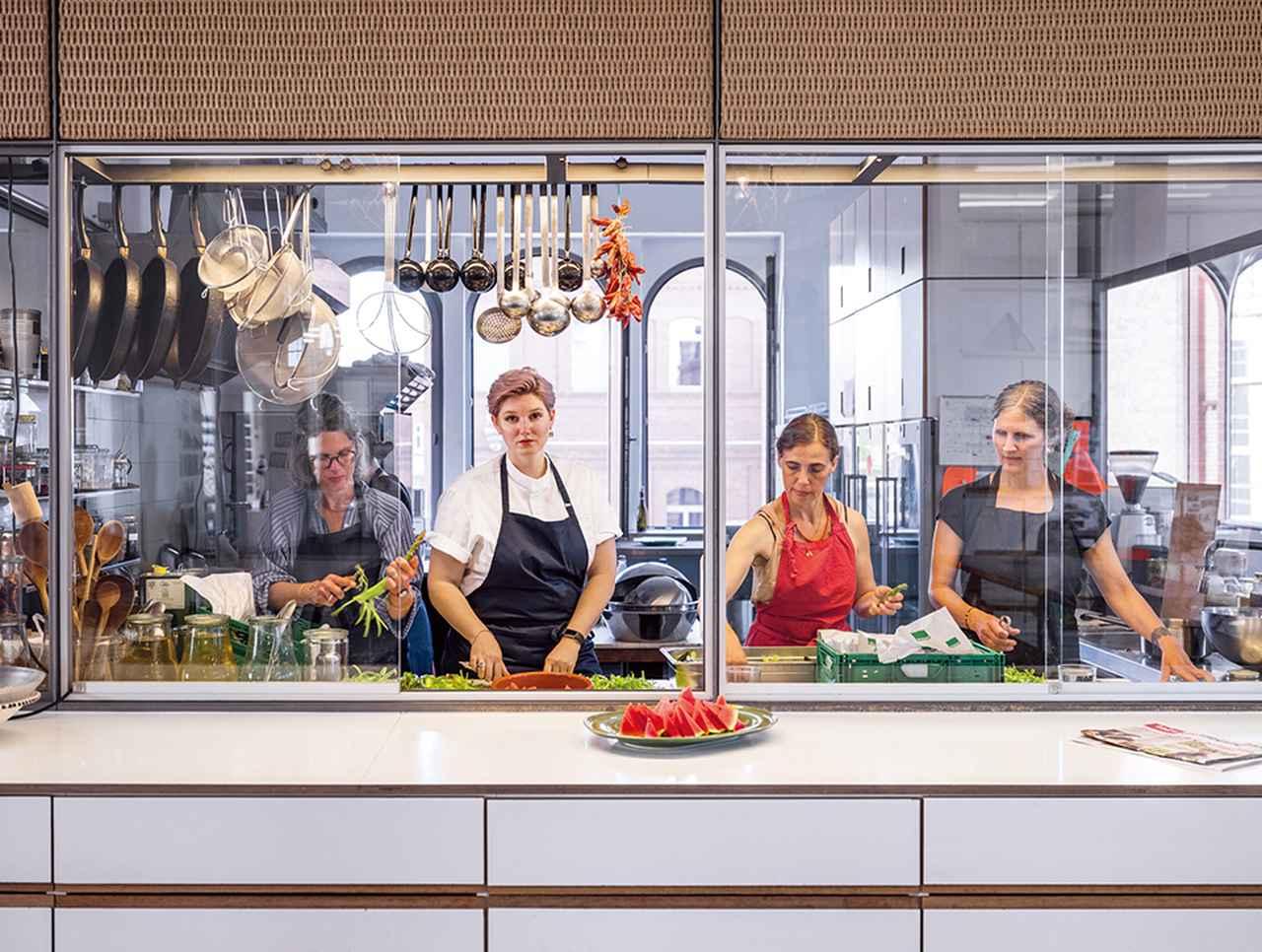 """Images : 2番目の画像 - 「ベルリンのキッチン・プロジェクト 「SOE」が問いかける """"食べる""""ことの本当の意味」のアルバム - T JAPAN:The New York Times Style Magazine 公式サイト"""