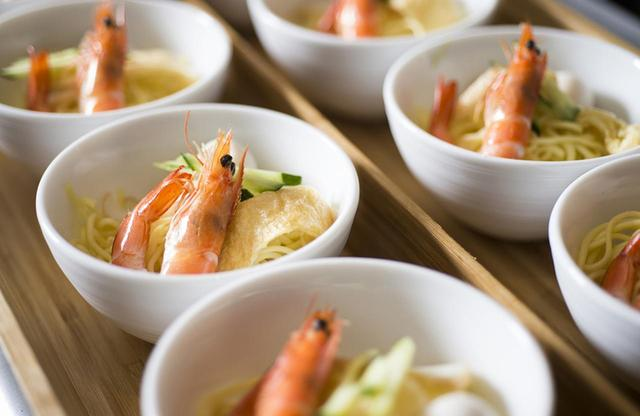 画像: 朝食で日替わりで提供される「ラクサ」。シンガポールやインドネシアで広く食べられているスープ麺だ