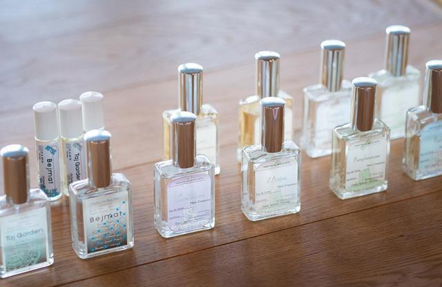 画像: シンプルなボトルに詰められたボタニカルフレグランス。オード パルファムは、現在全16種類