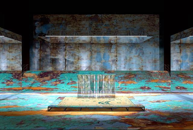 画像: 息を呑む美しさの『紫苑物語』の装置デザイン。笈田とともに数々のオペラ作品を手がけてきたオランダ出身のトム・シェンクによるもの PHOTOGRAPHS: COURTESY OF NEW NATIONAL THEATRE, TOKYO