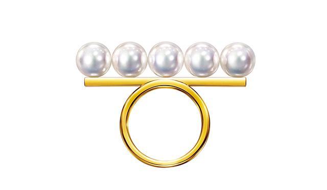 画像: バランス シグネチャー リング¥275,000 <K18YG、あこや真珠> ほかのアイテムもみる