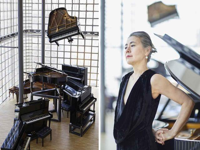 画像: (左) 《Just before》 2019 14 台のピアノによるインスタレーション、ピアノパフォーマンス (右)向井山朋子 PHOTOGRAPHS: ©NACÁSA & PARTNERS INC. / COURTESY OF FONDATION D'ENTREPRISE HERMÈS