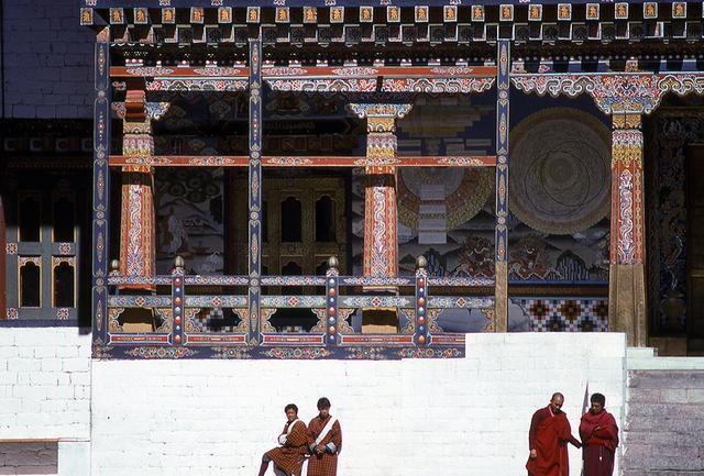 画像: チベット仏教の影響を受けた寺院。僧侶は男性のみ