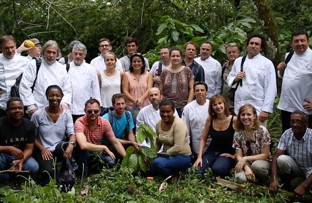 画像: 「ヴァローナ」出身のピエール・コステが始めた活動は、国際的なNPOとなり、農学者などを巻き込んで拡大している。5つの組織からそれぞれの専門家も同行
