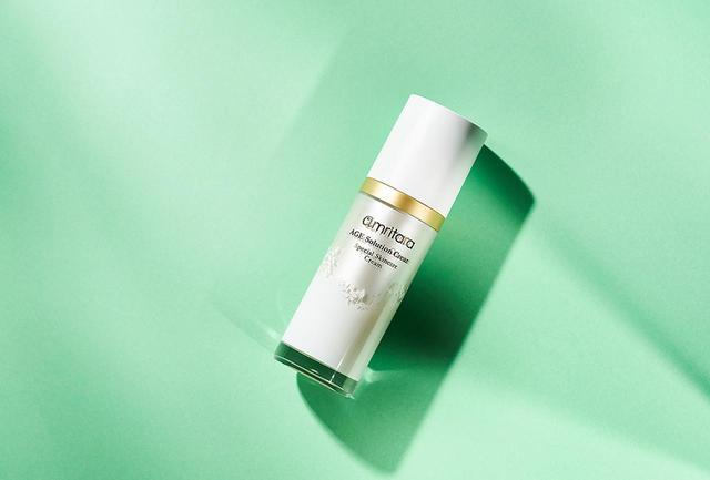 画像: 「エイジ ソリューションクリーム」<30g>¥9,600 高度なAGEs生成阻害効果もあわさって、黄ぐすみのない健康的なハリ肌へ