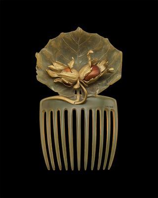 「ヘーゼルナッツのヘアコーム」ルネ・ラリック<1899~1900年頃>