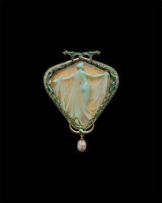 「サロメまたはサランボー、ヴェールをまとうニンフのペンダントブローチ」ルネ・ラリック<1903~05年>