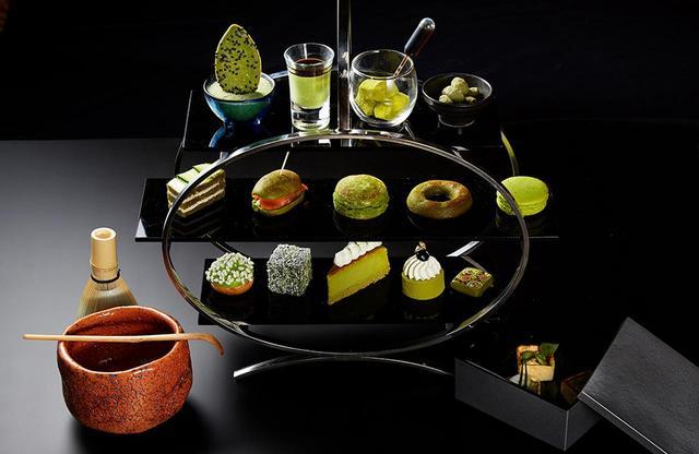 画像: アトリウムラウンジで提供される季節のアフタヌーンティーは大人気。写真は抹茶シリーズ
