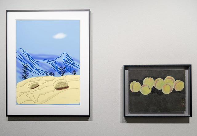 画像: (左から) デイヴィッド・ホックニー《Untitled No.2》(「The Yosemite Suite」シリーズより) 2010年、 福田平八郎《白桃》 1962年 PHOTOGRAPHS BY JUN KOIKE, © THE CLUB