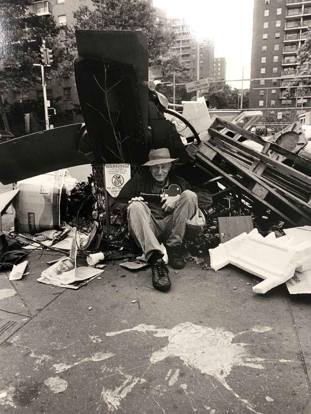 画像: 写真家、大森克己が撮影したジョナス・メカスのポートレイト PHOTOGRAPH BY KATSUMI OMORI