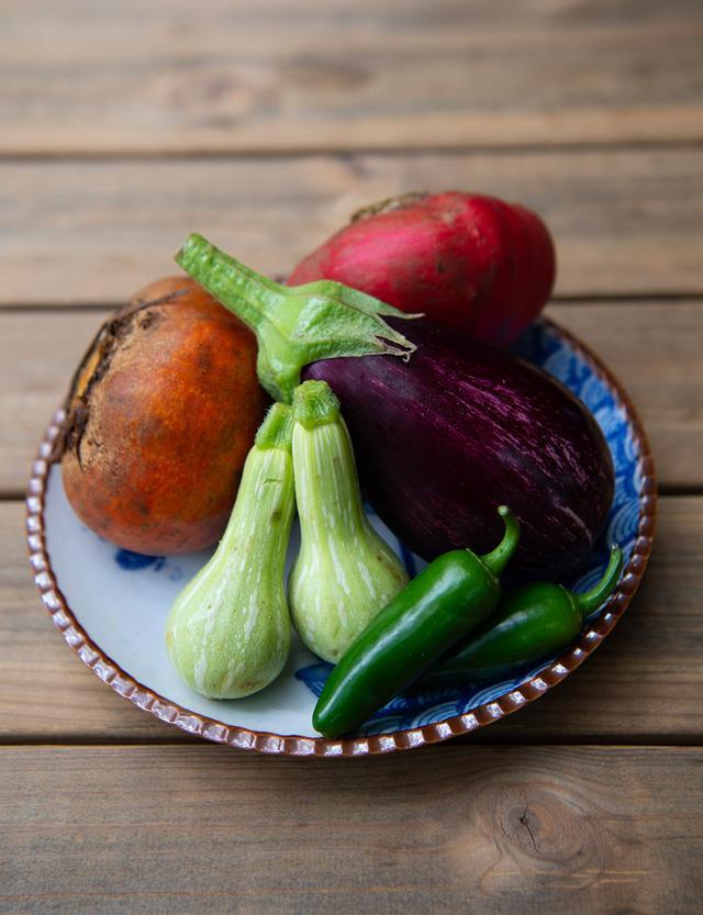 画像: 2018年夏、東京・六本木「ブリコラージュ ブレッド アンド カンパニー」のキッチンにあった浅野の野菜。ひとつひとつに存在感がある