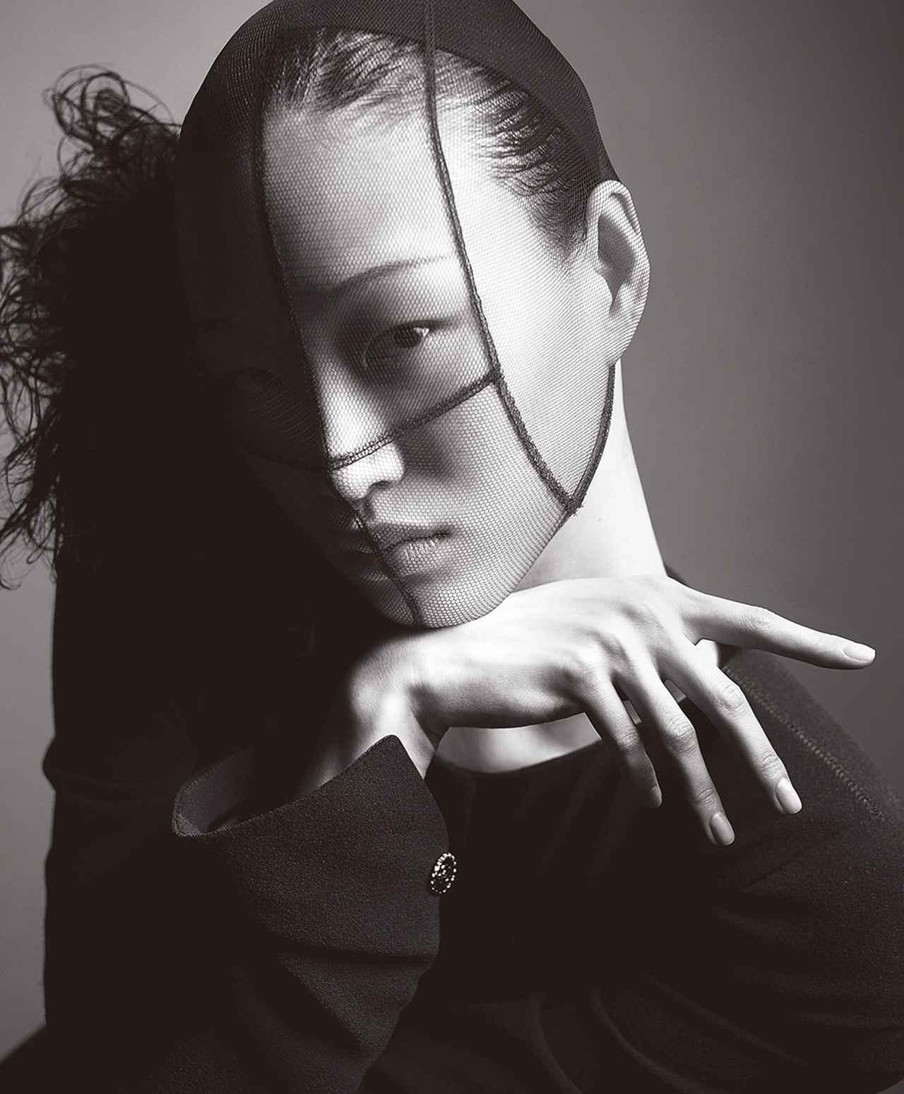 Images : 3番目の画像 - 「春、モードは ドラマティックなフォルムに 回帰する」のアルバム - T JAPAN:The New York Times Style Magazine 公式サイト
