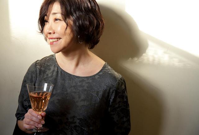 画像: 「春先の味覚、ふきのとうを長く味わうには、今回ご紹介するふきのとうソースのほか、塩ゆでしたふきのとうをオリーブオイルと一緒に瓶で保存するオイル漬けも便利ですよ」と平野さん。ワインとのペアリングを楽しみながら料理を学べる料理教室「cuisine et vin」も好評開催中 cuisine et vin公式サイト