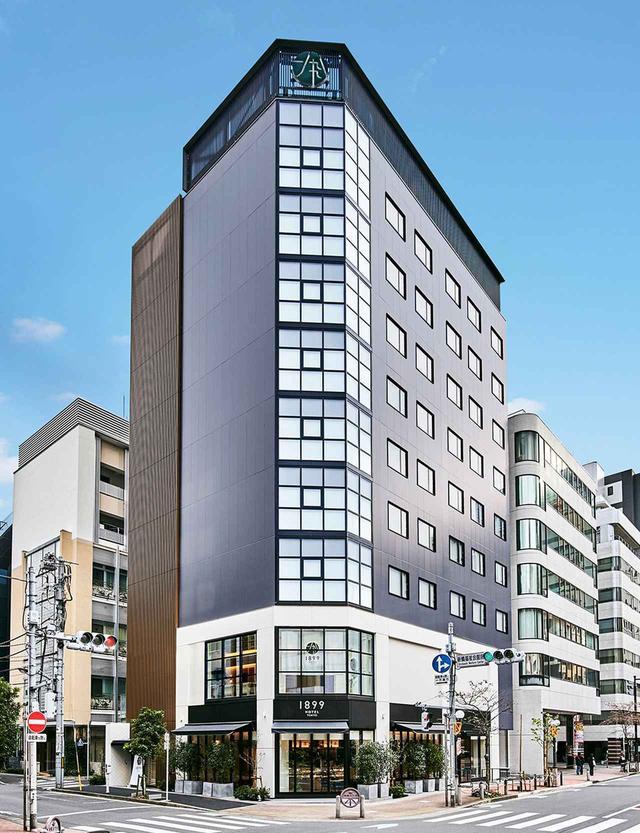 画像: すっきりとした新築ビルの全館をホテルとして使用。1階には「DELI & BAR 1899 TOKYO」があり、こちらの利用からホテルを知るゲストも徐々に増えている