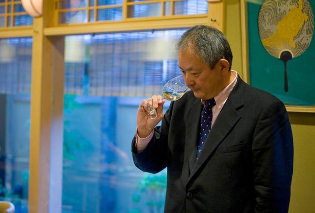 画像: シャトー・メルシャン チーフ・ワインメーカーの安蔵光弘氏。日本が誇るトップ醸造家のひとり。フランスで長くワインづくりに携わった経験をもとに、「日本のテロワールが生み出す、日本らしいワインをつくる」をモットーに、日々ワインづくりに向き合う。著書に『ボルドーでワインを造ってわかったこと ~』日本ワインの戦略のために~』(イカロス出版)