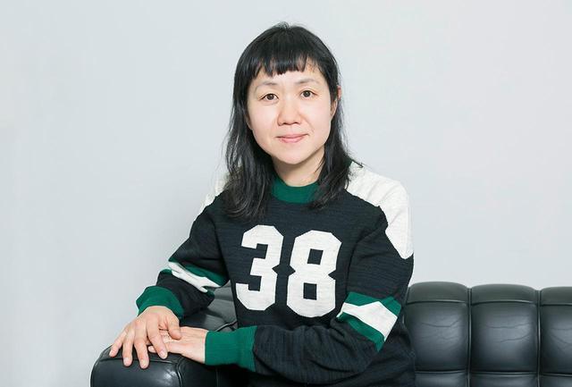 画像: 角田光代 1967年、神奈川県生まれ。90年「幸福な遊戯」で海燕新人文学賞を受賞しデビュー。恋愛や家族、社会的なテーマまで幅広いジャンルの小説を手がけ、2005年『対岸の彼女』で直木賞、2007年『八日目の蝉』で中央公論文芸賞、2012年『紙の月』で柴田錬三郎賞など数々の文学賞を受賞。映像化された作品も多い。最新作は古典訳の『源氏物語』(上・中巻まで発売中)