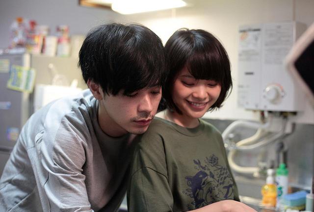 """画像: 他人行儀にテルコを「山田さん」と呼びながら、あるときはとろけるようにやさしく、恋人のように甘い態度を見せるマモル。テルコは""""マモちゃん""""にどっぷりはまっていく"""