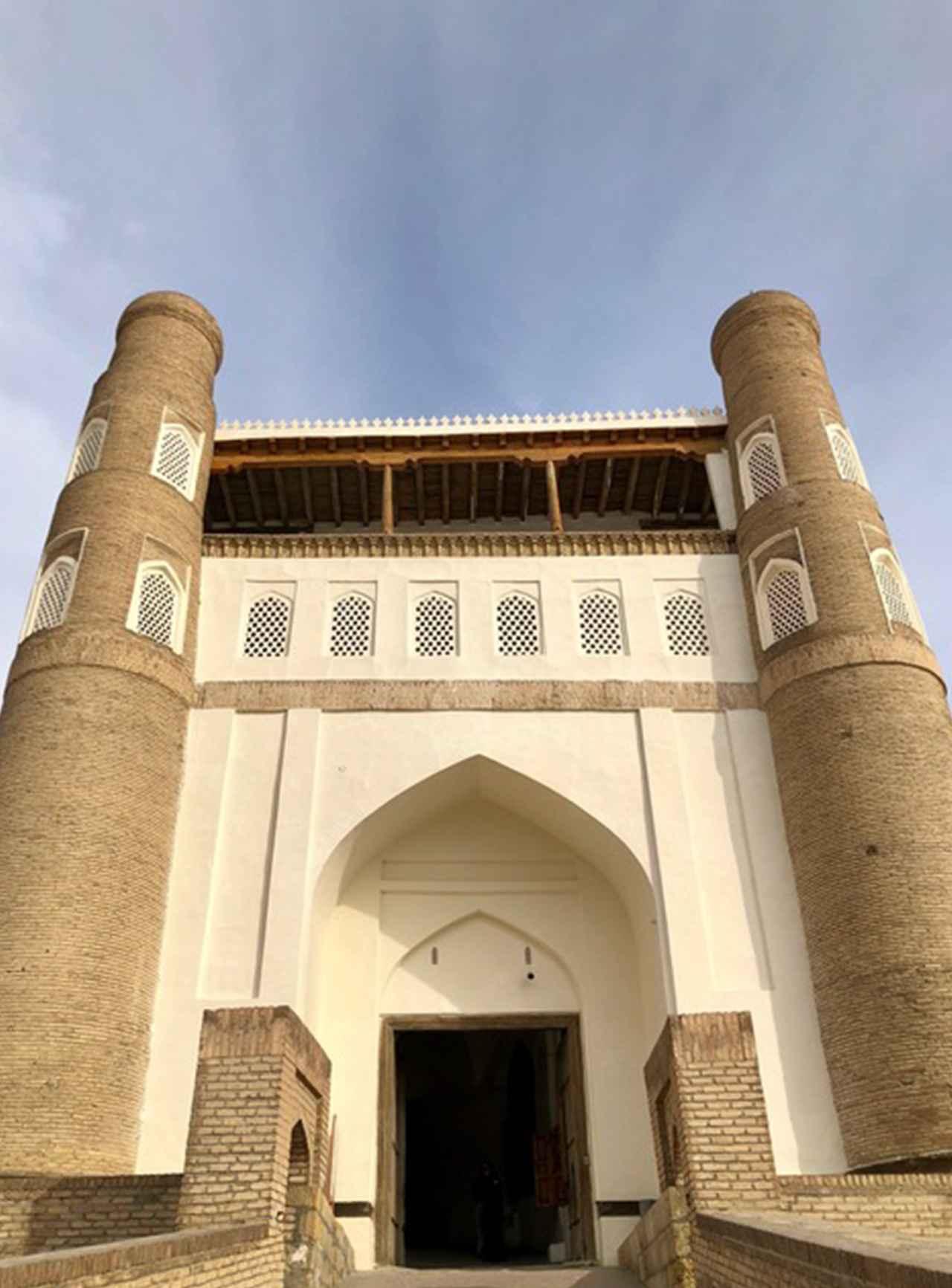 Images : アルク城の正門前