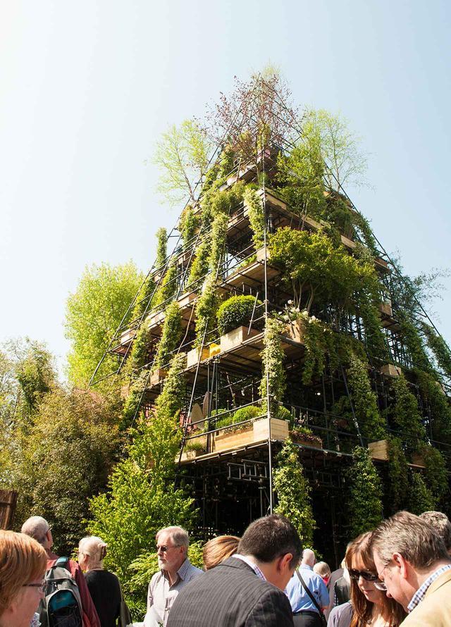 画像: フラワーショーに展示された園芸作家の作品。環境や現代的な視点を配慮して作られている