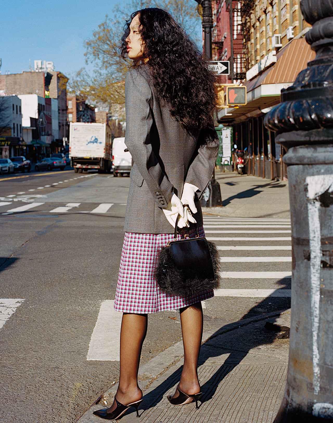 Images : 2番目の画像 - 「日常に華麗なるカオスを。 パワフルに着こなす 「レディ・ライク」」のアルバム - T JAPAN:The New York Times Style Magazine 公式サイト