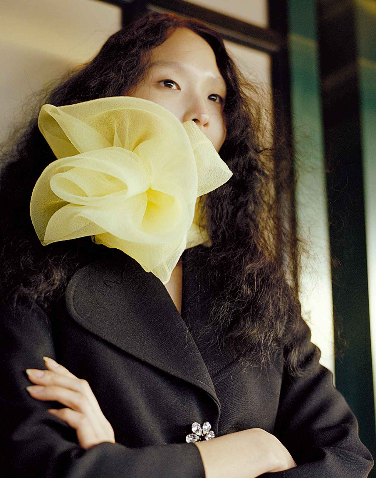 Images : 5番目の画像 - 「日常に華麗なるカオスを。 パワフルに着こなす 「レディ・ライク」」のアルバム - T JAPAN:The New York Times Style Magazine 公式サイト