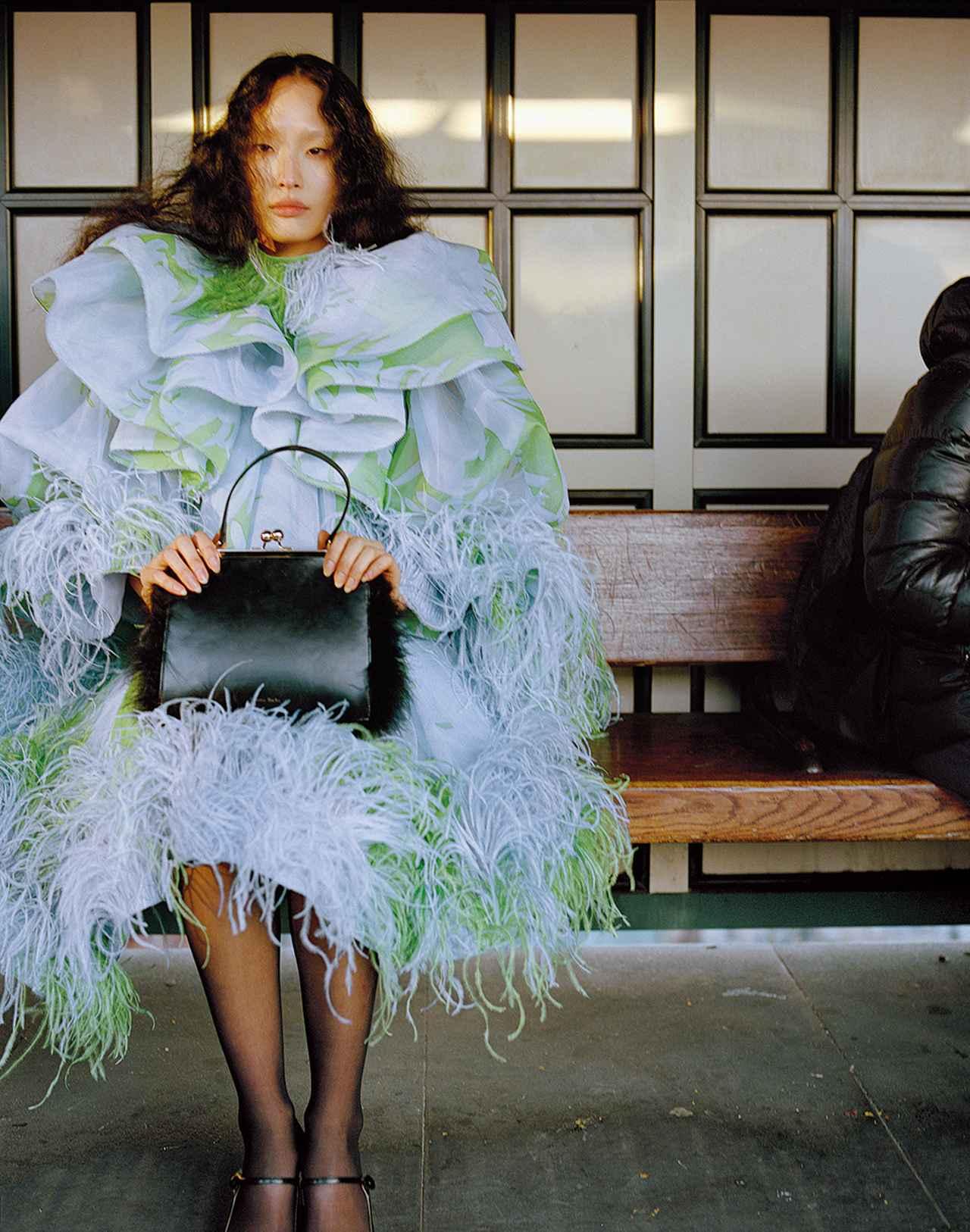 Images : 1番目の画像 - 「日常に華麗なるカオスを。 パワフルに着こなす 「レディ・ライク」」のアルバム - T JAPAN:The New York Times Style Magazine 公式サイト