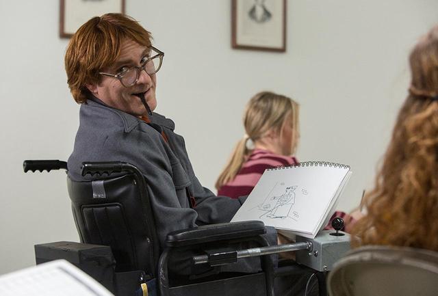 画像: 最新作『ドント・ウォーリー』でホアキン・フェニックス演じる風刺漫画のジョン・キャラハン。彼は、その毒とユーモアのある作品を積極的に人に見せては意見を求めた