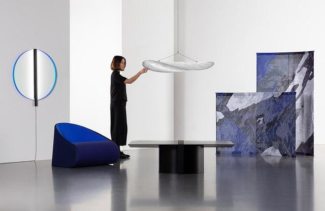 画像: ノマド層向けに提案する家具のコレクション「Tense(テンス)」。向かって右のルームデバイダーは多くの都市にある3Dニッティングマシンで編み上げることが可能