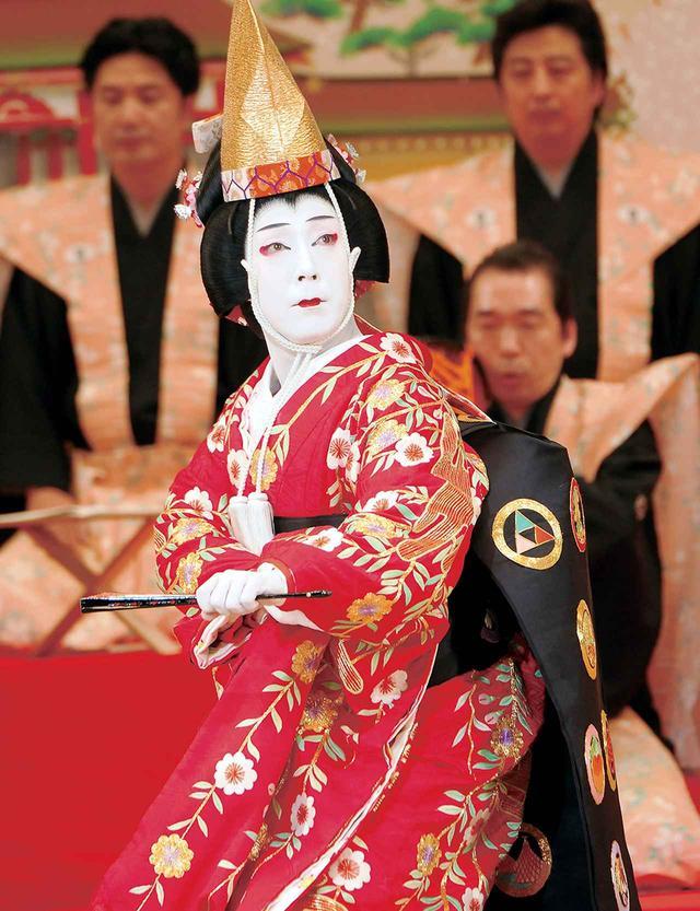 画像: 『京鹿子娘道成寺』白拍子花子=尾上菊之助(2011年11月新橋演舞場) © SHOCHIKU