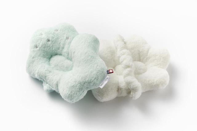 画像: 素材にこだわり、環境にも優しい生産工程を実践している白雲シリーズ。授乳まくらは白、クリーム、ピンク、ブルー、パープルの5色から選べる