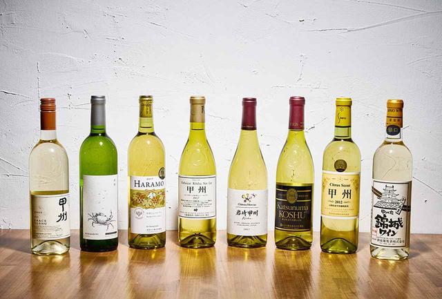 """画像: (左から) 「グレイス 甲州 2017」<750ml> ¥2,700 中央葡萄酒 TEL. 0553(44)1230 花梨や白桃の香り。白コショウのニュアンス。ミネラル感も豊か 「くらむぼん 甲州 2017」<750ml> ¥1,650 くらむぼんワイン TEL.0553(44)0111 フレッシュで果実味豊か。レモン、柚子、橙の香り 「ハラモ 甲州 シュールリー 2017」<750ml> ¥1,847 原茂ワイン TEL. 0553(44)0121 白桃やマンゴーの香り。熟成感があり、豊かな果実味 「ルバイヤート 甲州 シュールリー 2017」<750ml> ¥1,944 丸藤葡萄酒工業 TEL. 0553(44)0043 和柑橘の香りと繊細な酸。""""シュールリー(澱の上)""""の名の通り、うまみを感じさせる 「シャトー・メルシャン 岩崎甲州 2017」<750ml> ¥2,570 メルシャン フリーダイヤル:0120-676-757 カボスや柚子、アーモンドの香り。繊細な酸と豊かな果実味のバランスは完璧 「ロリアン 勝沼甲州 2017」<720ml> ¥1,998 白百合醸造 TEL. 0553(44)3131 シュールリー製法で引き出されたコクとうまみが印象的 「蒼龍 シトラスセント甲州」<720ml> ¥1,728 蒼龍葡萄酒 TEL. 0553(44)0026 柑橘系果実の香り。フレッシュかつフルーティで、爽快感とほどよい酸味が魅力的 「錦城ワイン 甲州 辛口 2017」<720ml> ¥1,512 錦城葡萄酒 TEL. 0553(44)1567 白い花やグレープフルーツの香り。飲み口も軽快で心地よい"""