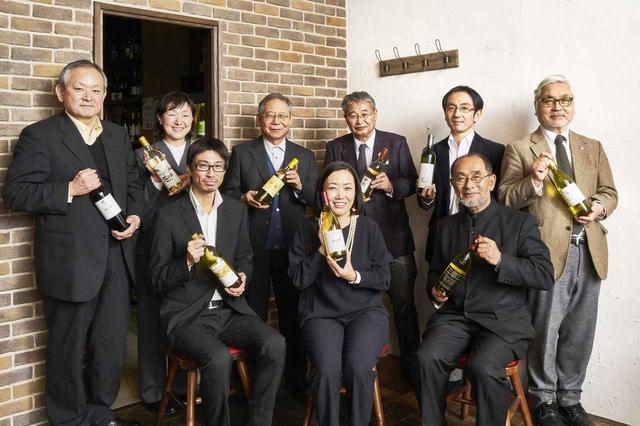 画像: 過日、都内の試飲イベントで一堂に会した「勝沼ワイナリーズクラブ」メンバー。文字通り日本ワインを牽引する面々だ(撮影協力/「新宿 葡庵」)