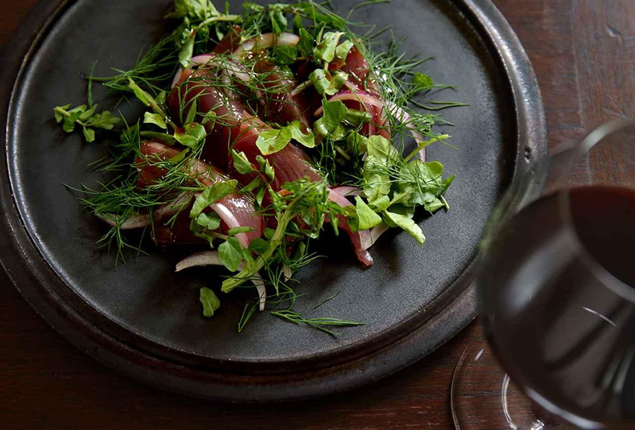 """Images : 3番目の画像 - 「平野由希子の 日本ワインと料理の幸福な食卓 """"ドメーヌ・デ・テンゲイジの マスカット・ベーリーAとカツオ""""」のアルバム - T JAPAN:The New York Times Style Magazine 公式サイト"""