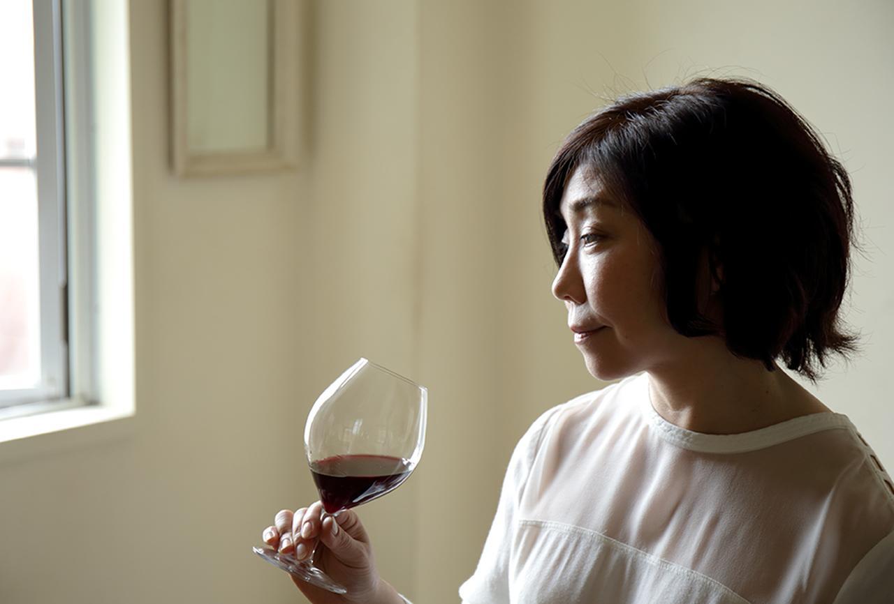 """Images : 2番目の画像 - 「平野由希子の 日本ワインと料理の幸福な食卓 """"ドメーヌ・デ・テンゲイジの マスカット・ベーリーAとカツオ""""」のアルバム - T JAPAN:The New York Times Style Magazine 公式サイト"""