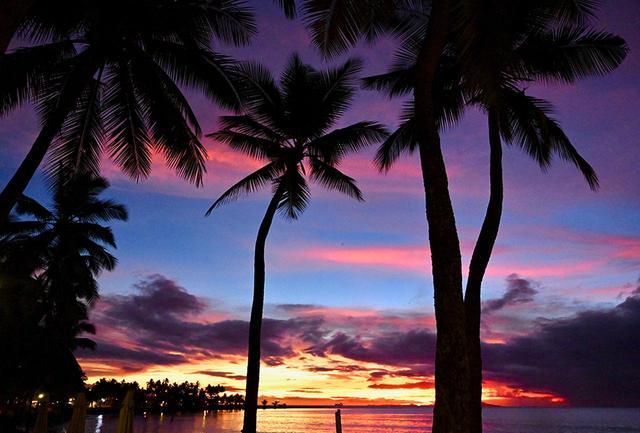 画像: フィジーの魔法の一つは、ドラマチックな夕陽かもしれない