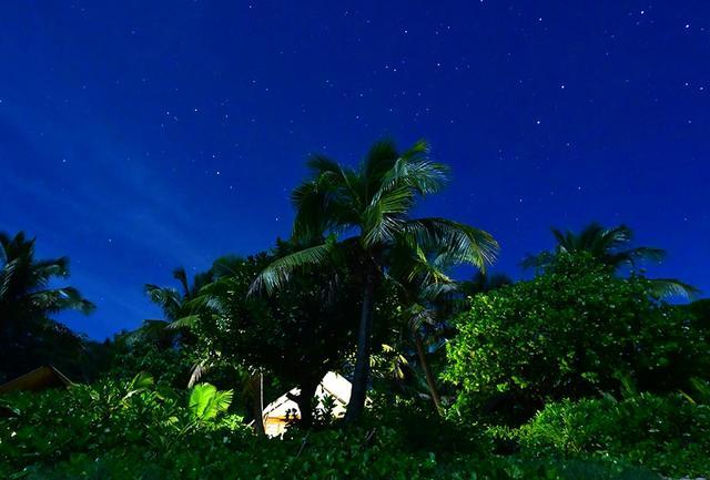 画像: 波の音をBGMに星空を仰ぐ。南十字星も瞬き出した