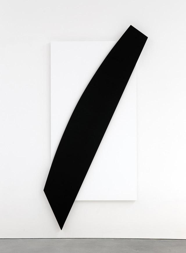 画像: エルズワース・ケリー 《斜めの黒いレリーフ》2010 年 ESTATE OF ELLSWORTH KELLY, © ELLSWORTH KELLY FOUNDATION, COURTESY MATTHEW MARKS GALLERY